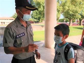 開學首日 學校鼓勵家長讓小小新生自己入校