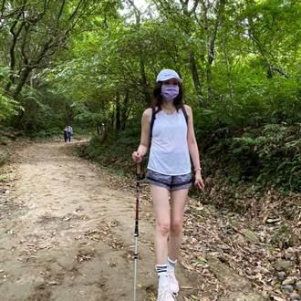 她穿熱褲清涼曬美腿爬山 轉身竟是野生何如芸