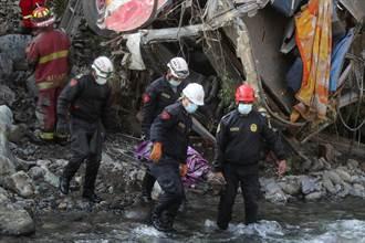 秘魯巴士墜崖 32死20多傷