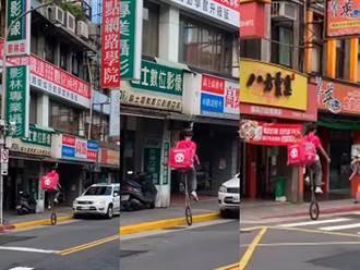 功夫熊貓現蹤 外送員騎特技單輪送餐路人全看傻