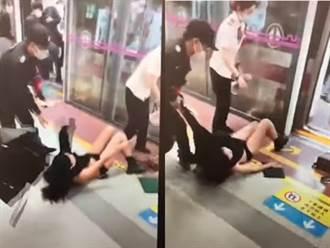 陸女遭地鐵保全拖行扯光上衣 露胸爆哭民眾冷眼錄影