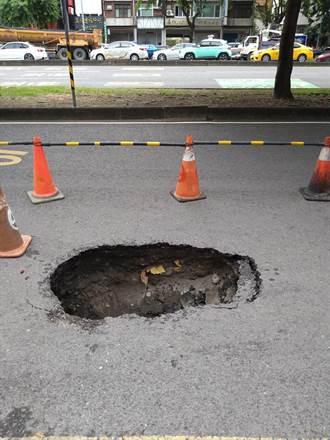高雄又見天坑 鄭照新:再艱難的地質李四川都能改善道路品質