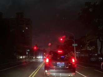 台電又出包 高雄鳳山大範圍路燈「失明」