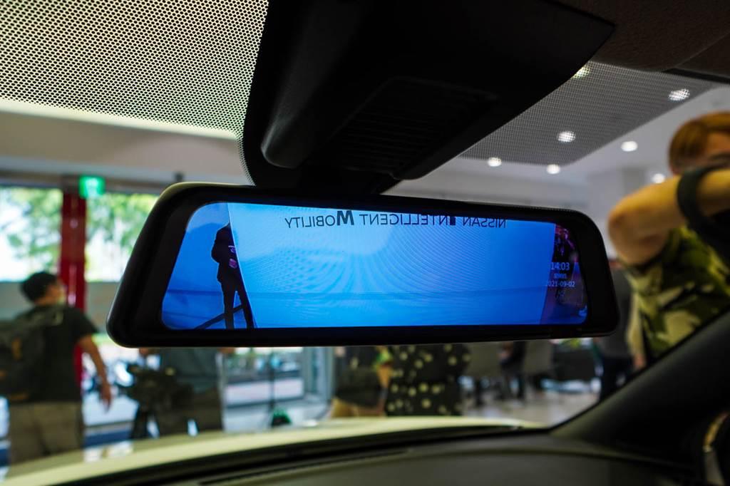 車內升級前後雙錄電子後視鏡。(圖/陳彥文攝)