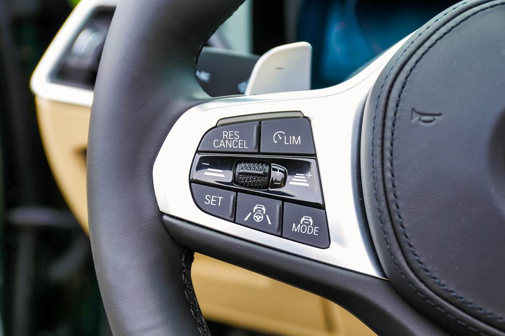 作為G世代BMW的一員,完善的半自動駕駛能力自然列為標配,幫助駕駛在塞車時更輕鬆。(圖/陳彥文攝)