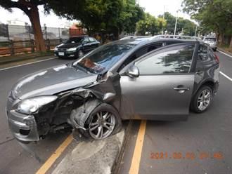 台中男駕車自撞路燈 胸口挫傷、原因待查