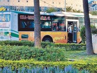 雙北交通暴量 學區公車擠沙丁魚