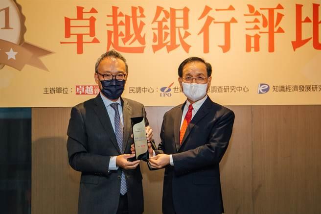 花旗榮獲《卓越雜誌》「2021最佳企業社會責任獎」肯定。(花旗提供)