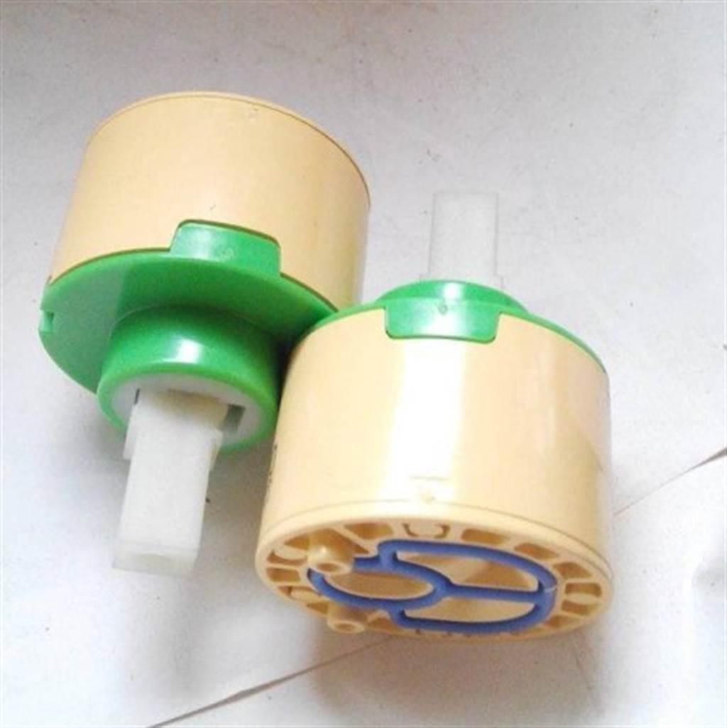 陶瓷軸承,或稱陶瓷軸心、陶瓷芯(圖片來源/露天拍賣)