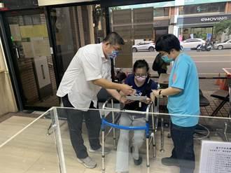 主動協助身障人士 台中交通警察大隊服務讓民直呼讚