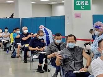 長庚醫院助第一線防疫人員接種疫苗 北市保大180餘警受惠