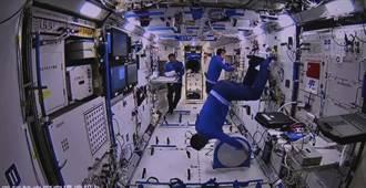 神舟12號與香港「天地連線」 太空人示範太空中運動健身