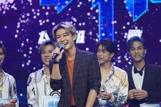 金鐘56/炎亞綸首度入圍「主持人獎」 多位選秀男孩衝上台慶祝