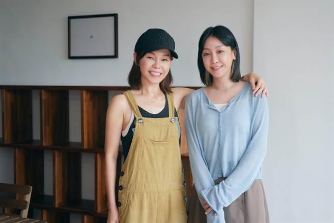 彭佳慧(左)新歌MV邀謝欣穎擔綱演出。(索尼音樂提供)