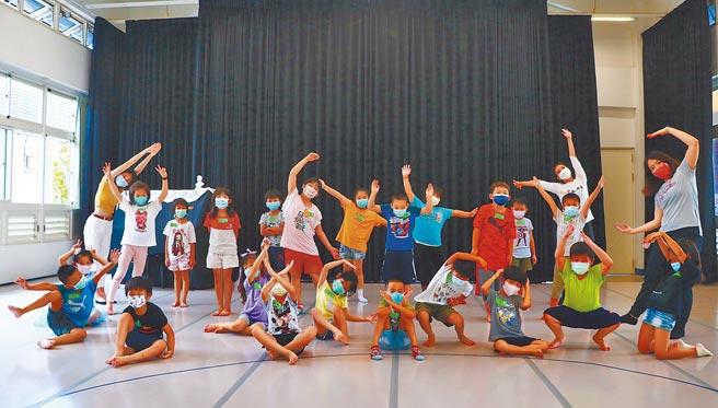 大成國小轉型成公辦民營的藝術實驗小學後,在標榜以培育「生活藝術家」的教育宗旨下,新生人數從原計的5人飆升至11人。(謝佳潾攝)