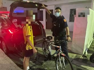 少年迷途找不到回家的路 員警深夜巡邏貼心載少年返家