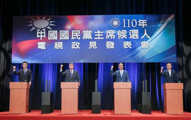 國民黨主席將於25日改選,唯一的電視辯論會4日登場,候選人江啟臣(左起)、張亞中、朱立倫、卓伯源針對兩岸論述、2022選戰佈局、黨務改革、對美關係等議題交鋒。(圖/粘耿豪攝)