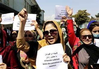 影》阿富汗婦女上街抗議 慘遭塔利班下重手爆血