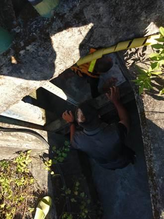 民眾驚見湍急圳溝內有手 警消速關閘門救起8旬翁已身亡