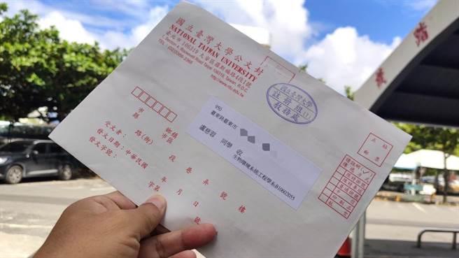 台東女中盧慈蓉4日收到台灣大學入學通知。(蔡旻妤攝)