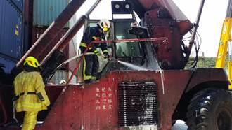 基隆長春貨櫃油類火警 疑吊運機引擎室起火