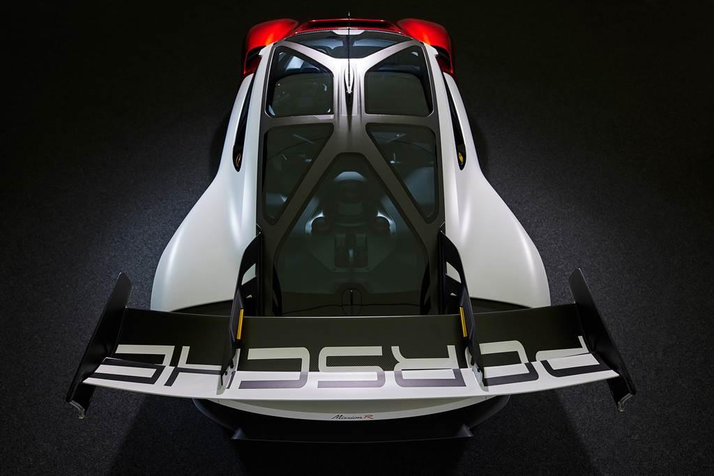 保時捷工程師和設計師將全新開發的碳纖維車頂結構命名為「外骨骼」,結合了防滾架和車頂結構。(圖/Porsche提供)
