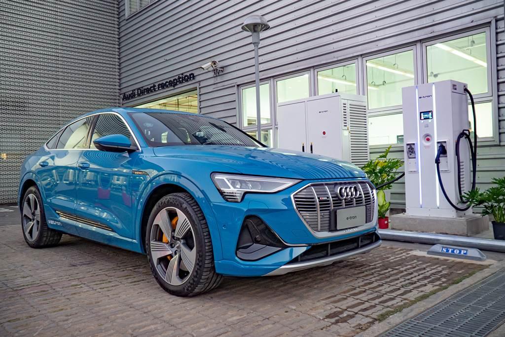 Audi近期新增桃園、台南兩處極速快充站,累計全台已有8座極速充電站供Audi車主及CCS1電動車主使用。(圖/Audi提供)