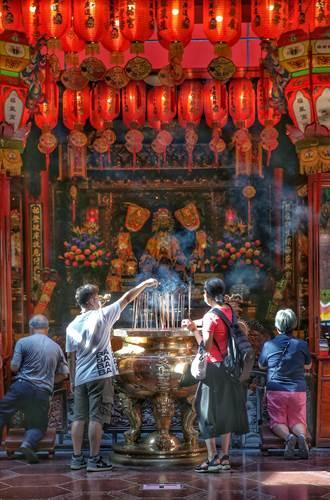 歷經3個半月後 松山慈祐宮開放信眾入廟參拜