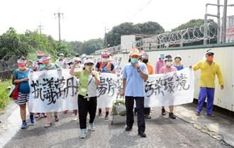 屏東議員抗議環境汙染 要屠宰場滾出萬丹