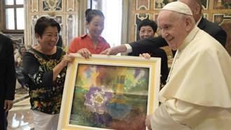 台灣之光「白魚」畫作《富貴平安》 獲典藏梵蒂岡博物館