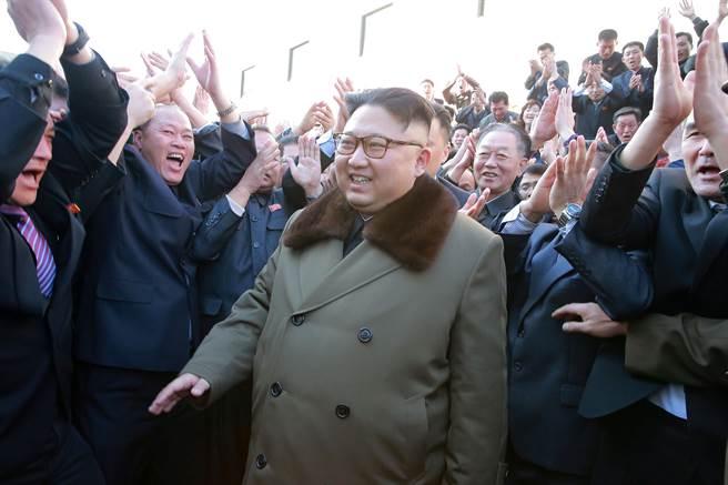 朴正天過去多次與領導人金正恩同框,包括陪同金正恩騎馬登上北韓聖地白頭山。 (圖/路透社)