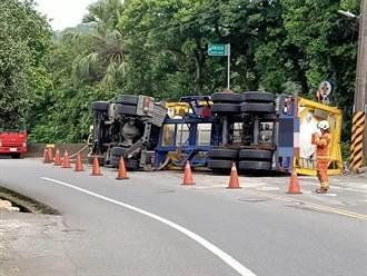 蘆竹雙氧水槽車翻覆外洩 駕駛逃生道路雙線管制警戒
