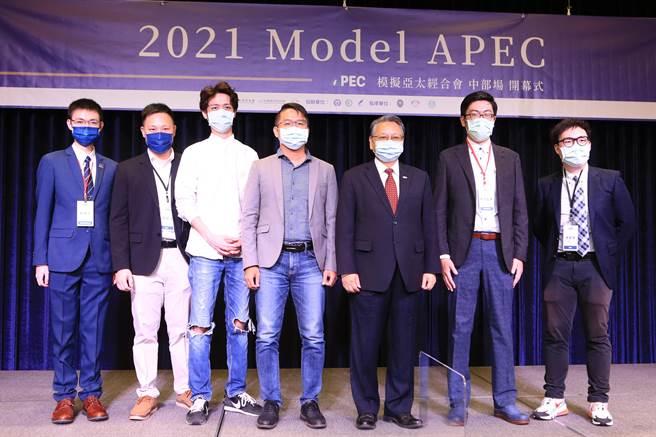 2021 Model APEC模擬亞太經合會8日於長榮桂冠酒店登場。(盧金足攝)