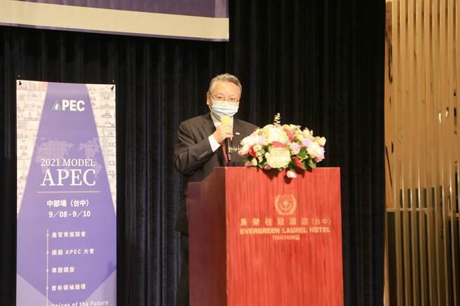台中市副市長令狐榮達表示,「成功不是單打獨鬥就能完成!」勉勵學員具備膽識與主見,透過與他人協調、溝通與合作,創造成功契機。(盧金足攝)