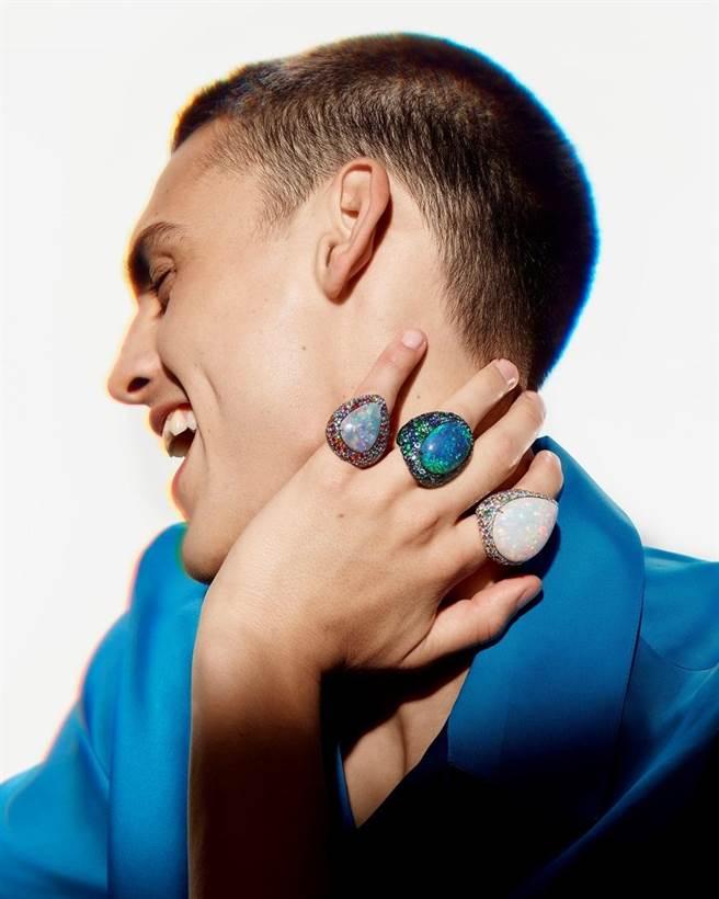 寶詩龍特別偏愛蛋白石,天然的霓虹光彩十分唯美浪漫。(Boucheron提供)