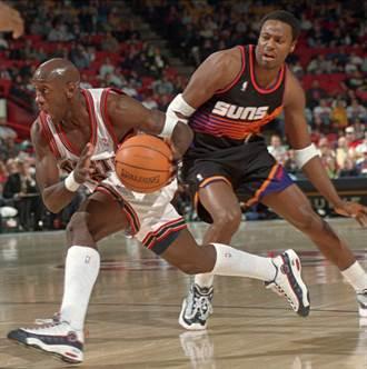 NBA》90年代知名球星塞巴洛斯 確診新冠進ICU重症病房