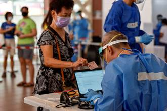 新加坡「與病毒共存」 每日通報著重住院病例