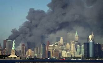 911恐攻20年》世貿雙子星大樓被撞了 這些畫面紀錄紐約心碎