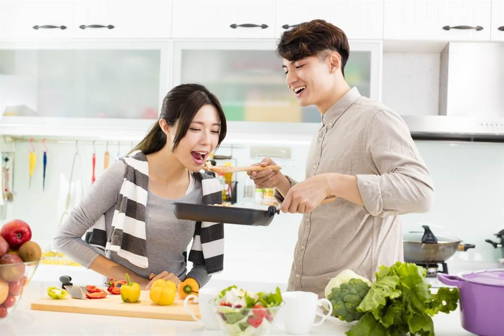廚房的水管安裝對居家風水有很大的影響,避開禁忌才能遠離霉運。(示意圖/shutterstock)