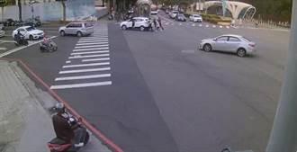 車拋錨派出所前 中市熱血警推車交通不打結
