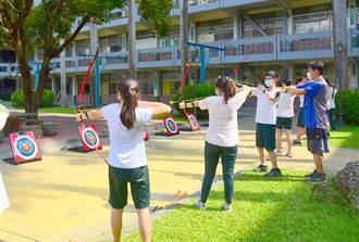 學生反應熱烈 僑泰高中體育課颳起射箭風