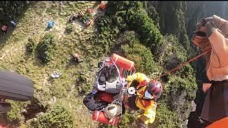 6旬男登卓社大山嚴重腹痛 黑鷹直升機吊掛救援