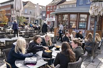 丹麥解除所有防疫禁令出門不用戴口罩 成歐盟首例
