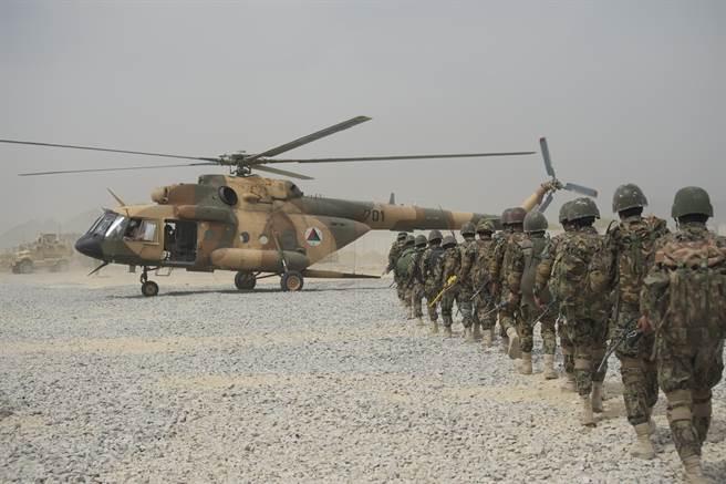 資深軍事記者強調,在完全撤出阿富汗後,美軍已沒有藉口繼續保密,要求五角大廈公開相關資訊。圖為先前阿富汗軍方進行訓練。(圖/DVIDS)