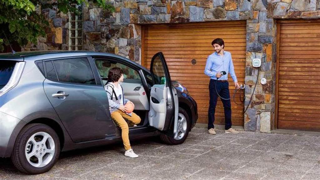 英國政府力推電動車 將立法要求新房標配充電設備(圖片來源:CleanTechnica)