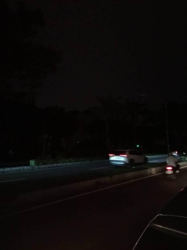 11天以來第二度!高雄鳳山大範圍路燈停電。(高市議員李雅靜提供)
