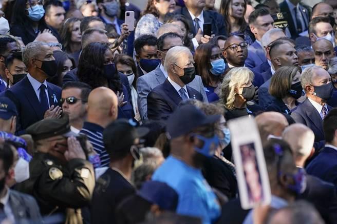 美國前總統歐巴馬、前第一夫人Michelle Obama、現任總統拜登與第一夫人Jill Biden,出席今日在紐約的911事件20周年紀念活動。(圖/美聯社)
