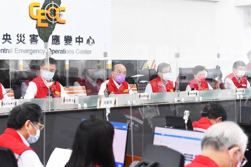 強烈颱風璨樹來襲,中央氣象局發布陸上海上颱風警報,行政院長蘇貞昌11日上午主持第三次工作會報。(葉書宏攝)