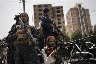 911恐攻20年》塔利班在911舉行開國大典 升起新國旗