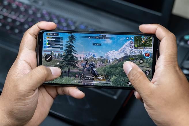 上海遊戲公司近期大舉展開搶才戰,連應屆生的年薪都有機會開到60萬人民幣。(shutterstock)